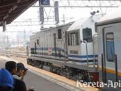 CC 201 77 20 / Cirebon Ekspres berangkat dari stasiun Jatinegara (foto: Bagusrailfans)