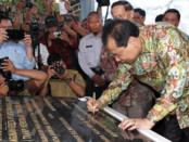 Peresmian Proyek Trans-Sulawesi oleh Menko Preekonomian Chairul Tanjung